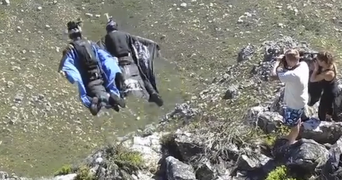 A video posted on YouTube shows base jumper Jeb Corliss crashing while attempting a jump off Table Mountain in Cape Town, South Africa.</p>