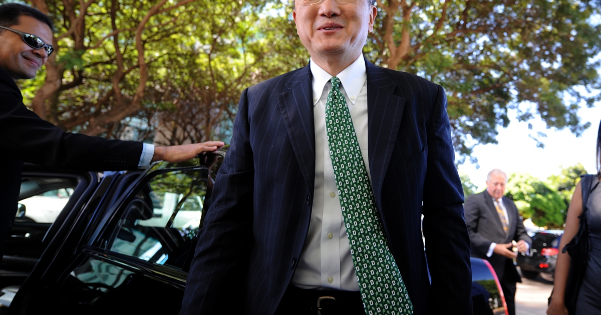 Jim Yong Kim arrives at the Finance Ministry in the Brazilian capital for an audience with Finance Minister Guido Mantega on April 5.</p>