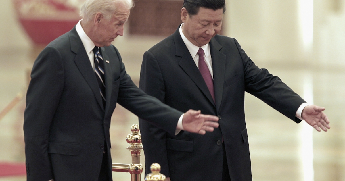 Chinese Vice President Xi Jinping invites U.S. Vice President Joe Biden (L) to view an honor guard during a welcoming ceremony inside the Great Hall of the People on August 18, 2011 in Beijing, China. Biden will visit China, Mongolia and Japan from August 17-25.</p>