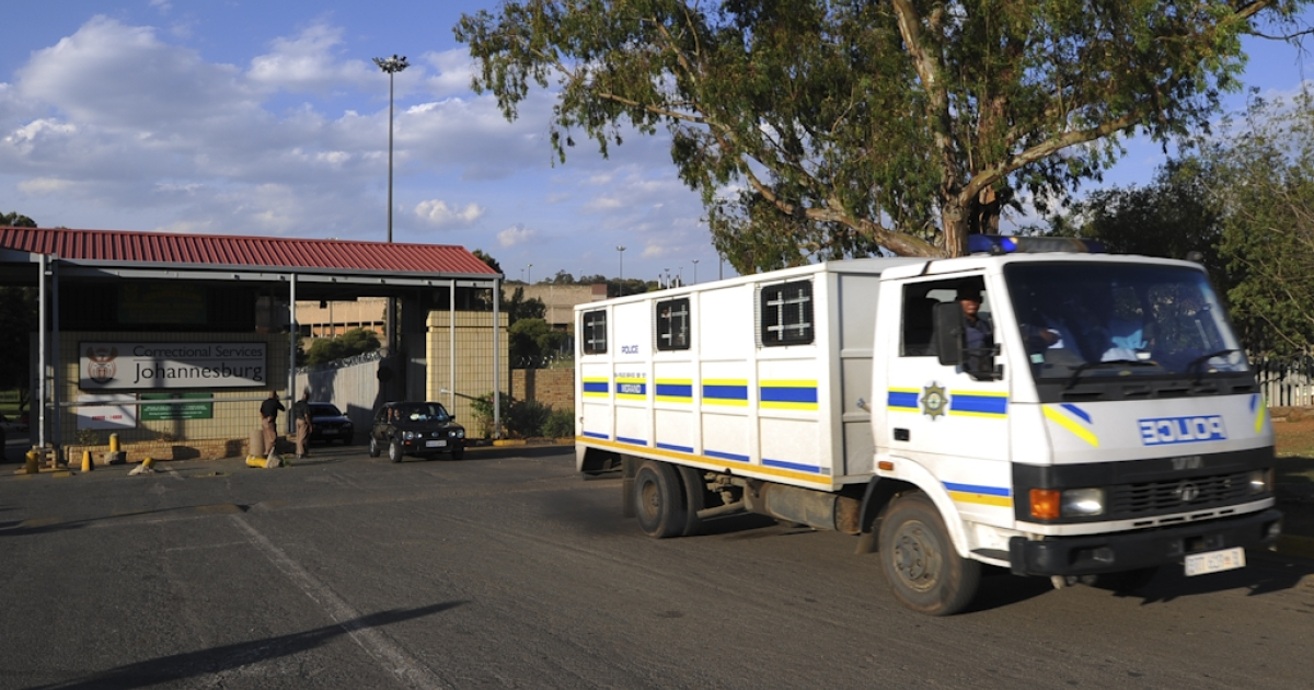 An police van leaves Johannesburg's central prison on October 22, 2012 after an explosion near the prison. Three inmates were killed and 14 wounded in the explosion that took place as their vehicle was travelling to Johannesburg Central prison today, local media reported.</p>