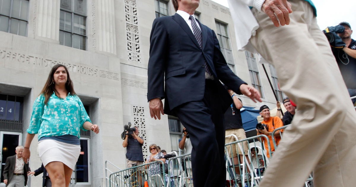 Former US Sen. John Edwards leaves with his mother Bobbie Edwards (R) and daughter Cate Edwards (L) after the seventh day of jury deliberations at federal court May 29, 2012, in Greensboro, NC. (Photo by Sara D. Davis/Getty Images)</p>