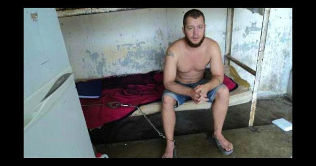 This photo purportedly shows Jon Hammar chained to his bed in a Mexican prison.</p>