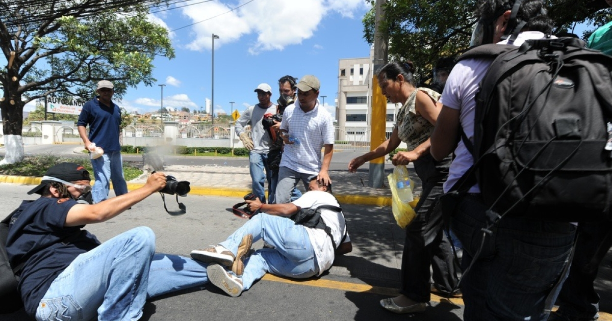 Photojournalists cover a May protest in Honduras.</p>
