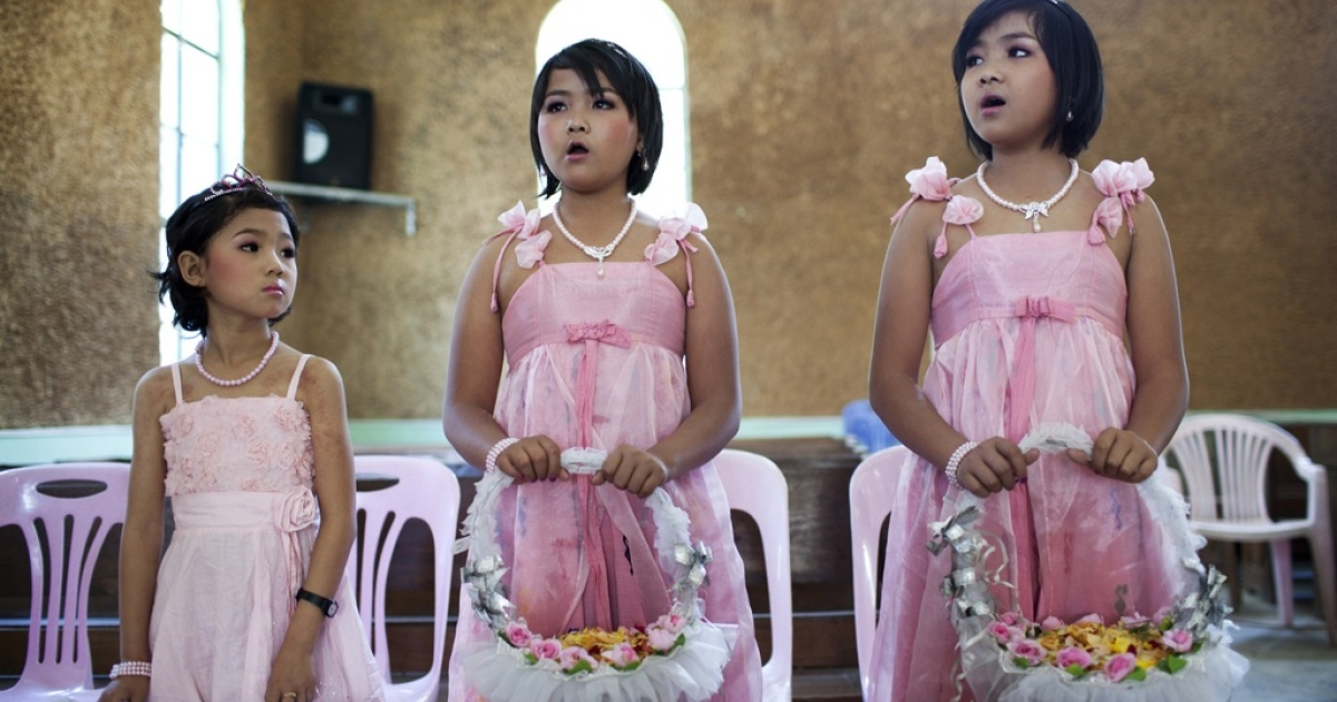 Flower girls sing at the wedding of Maran Doi Seng and Labang Mi May at a Baptist church in Laiza, Kachin state, Myanmar, March 30, 2012.</p>