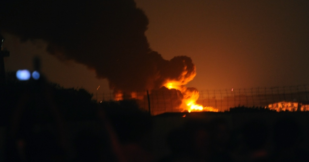 Flames and smoke rise from a Pakistani naval air base following an attack by militants in Karachi early on May 23, 2011.</p>
