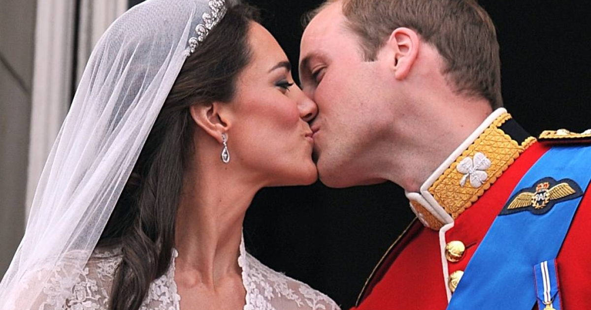 The start of a beautiful fairytale: William and Kate kiss on the balcony of Buckingham Palace in London on their wedding day (April 29, 2011).</p>