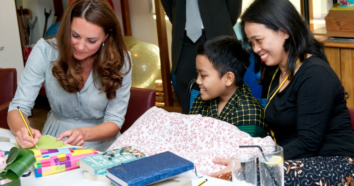 Catherine, Duchess of Cambridge writes a birthday message for leukemia sufferer Zakwan Anuar, 15, at Hospis Malaysia on Day 3 of Prince William, Duke of Cambridge and Catherine, Duchess of Cambridge's Diamond Jubilee Tour of South East Asia on September 13, 2012 in in Kuala Lumpur, Malaysia. Prince William, Duke of Cambridge and Catherine, Duchess of Cambridge are on a Diamond Jubilee Tour of South East Asia and the South Pacific taking in Singapore, Malaysia, Solomon Islands and Tuvalu.</p>