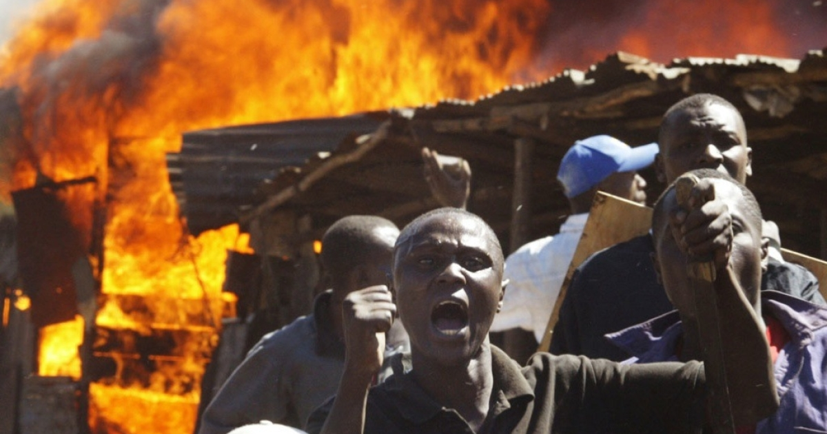 Residents of the Mathare slum in Nairobi shout at demonstrators during clashes between two rival groups January 1, 2008. The post election violence is blamed for some 1,200 deaths in early 2008. Now top Kenyan politicians are facing charged from the International Criminal Court in The Hague.</p>