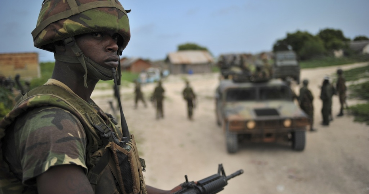 A Kenyan Defence Force soldier is pictured in Ras Kamboni, southern Somalia on December 13, 2011.</p>
