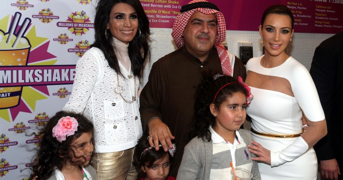 US celebrity Kim Kardashian (R) poses Kuwaiti business man Ehab al-Aradi (L) and his family, during the opening of a branch of the American franchise 'Millions of Milkshakes' at the Avenues Mall in Kuwait City on November 29, 2012.</p>