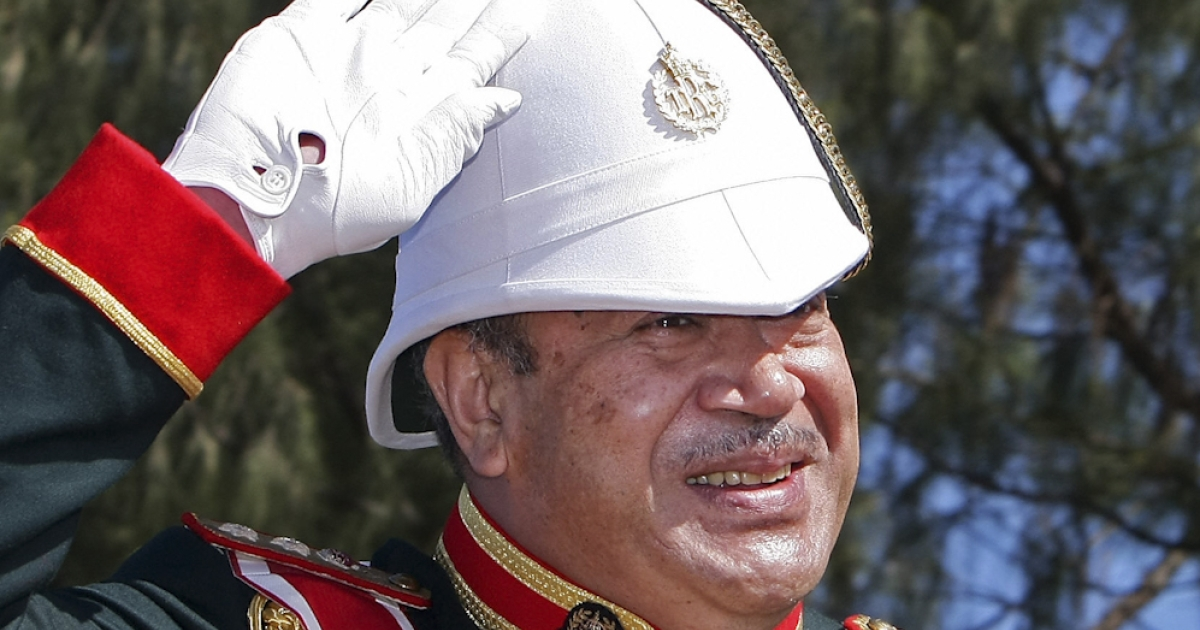 Tonga's newly crowned monarch, King Siaosi (George) Tupou V, salutes as he departs the Coronation Military Parade in Nuku'alofa on August 2, 2008.</p>