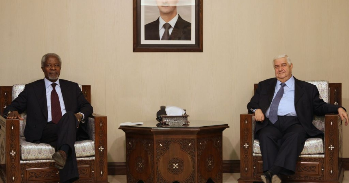 UN-Arab League peace envoy Kofi Annan meets with Syrian Foreign Minister Walid Muallem under a portrait of President Bashar al-Assad in Damascus on May 28, 2012.</p>