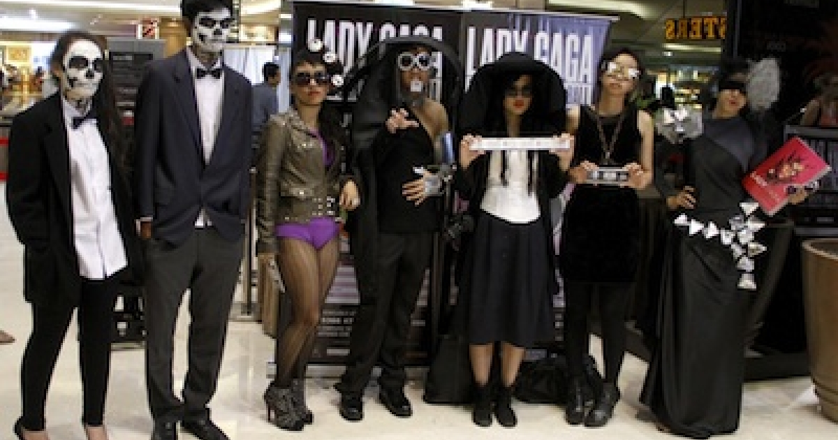 Fans of US pop diva Lady Gaga show off their concert tickets in Jakarta, Indonesia on March 10, 2012.</p>