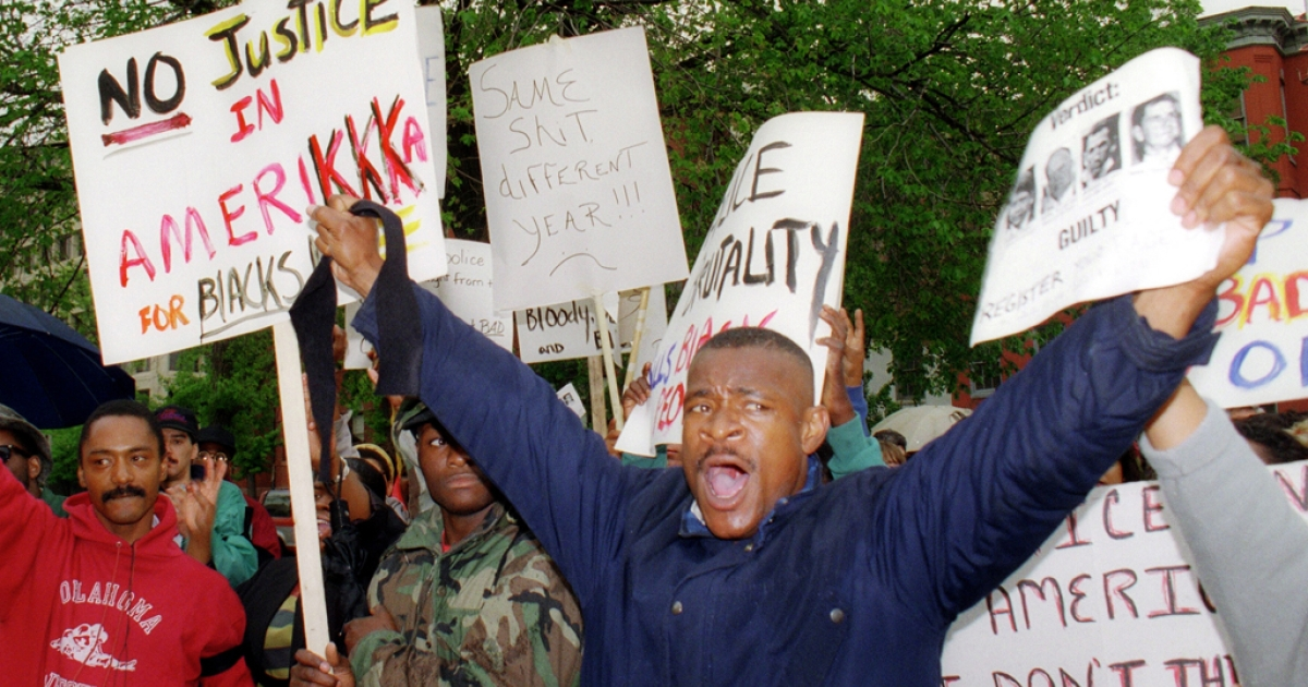 Protestors upset over the verdict in the Rodney King beating trial in Simi Valley, California, demonstrate outside of the Fraternal Order of Police headquarters in Washington D.C. 30 April 1992.  The acquittal of four police officers in the beating of King led to widespread anger and rioting.</p>