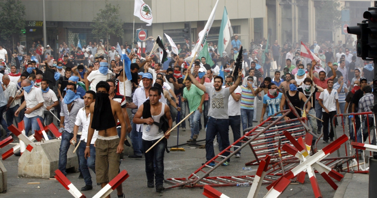 Supporters of the March 14 movement, which opposes the Syrian regime of President Bashar al-Assad, storm the governmental palace in Beirut after the funeral of top intelligence chief General Wissam al-Hassan and his bodyguard, in downtown Beirut, on October 21, 2012.</p>