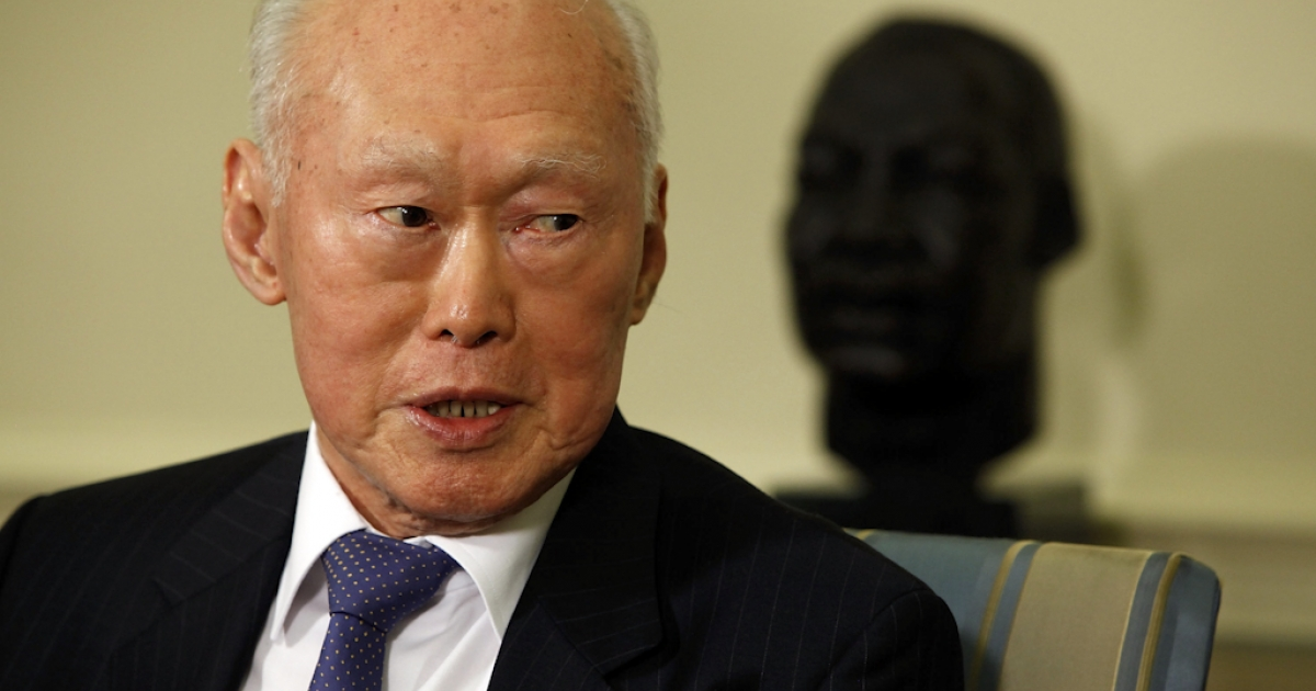 Minister Mentor Lee Kuan Yew of Singapore makes brief remarks after meeting with President Barack Obama in the Oval Office at the White House October 29, 2009 in Washington, DC. Lee served as prime minister of Singapore between 1959 to 1990, and is regarded as an expert on Asian affairs and US relations with the region.</p>
