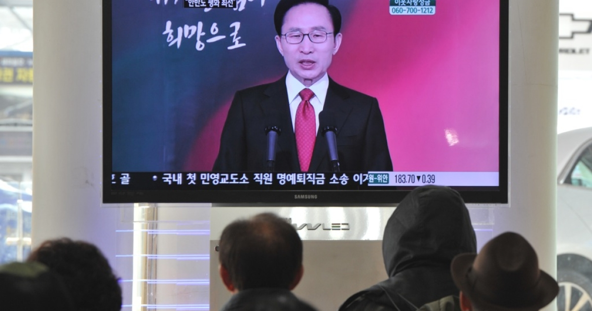 South Koreans listen to a televised address by President Lee Myung-Bak in Seoul, Jan. 2, 2012.</p>