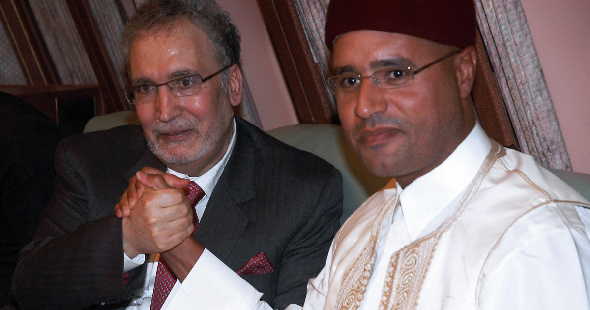 Libyan leader Moamer Kadhafi's son Seif al-Islam (R) holds hands with freed Lockerbie bomber Abdelbaset Ali Mohmet al-Megrahi, the sole Libyan convicted over the 1988 Pan Am jetliner bombing, aboard the Libyan presidential plane that brought him back home in Tripoli late on August 20, 2009.</p>