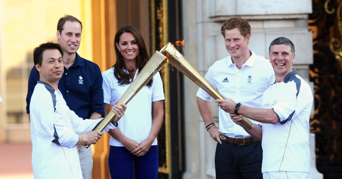 Prince William,  Duke of Cambridge, Catherine, Duchess of Cambridge and Prince Harry watch Wai-Ming hand over the London 2012 Olympic Torch to John Hulse during a visit to Buckingham Palace during Day 69 of the London 2012 Olympic Torch Relay on July 26, 2012 in London, England. The Olympic flame is making its way through the capital on the penultimate day of its journey around the UK before arriving in the Olympic Stadium on Friday evening for the Olympic games' Opening Ceremony.</p>