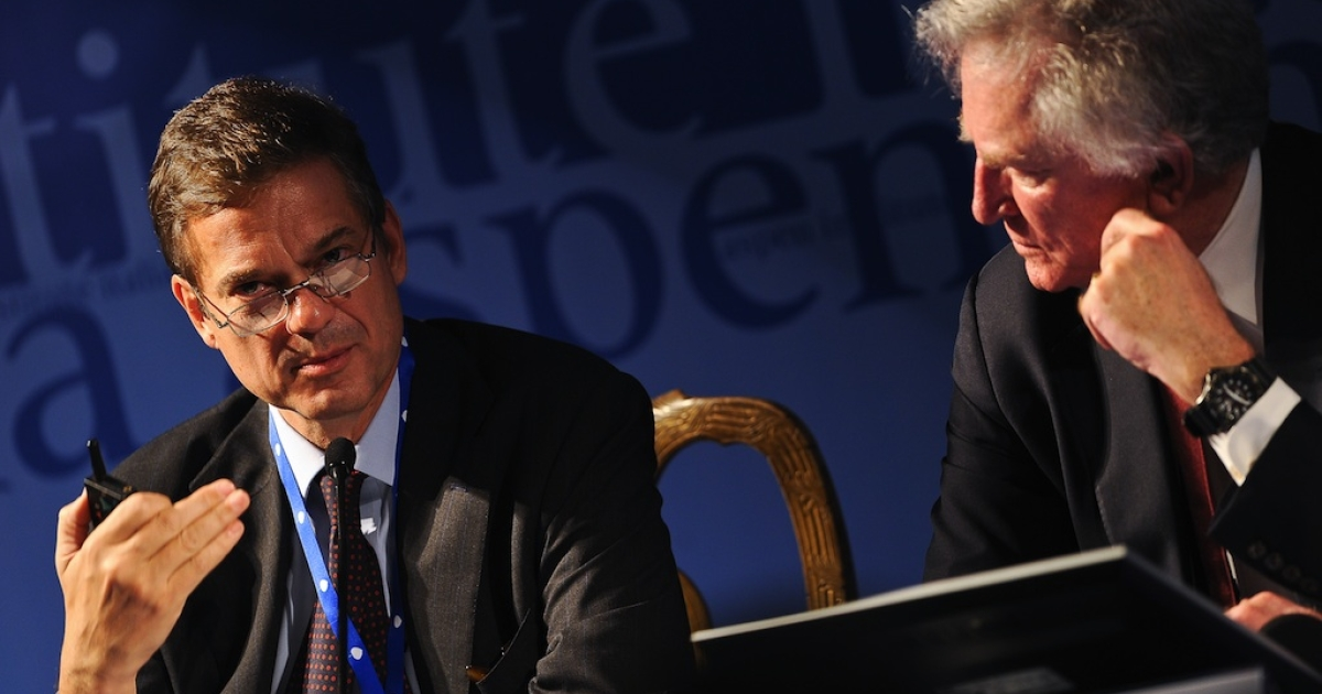 Lorenzo Bini Smaghi (L) believes he has the solution that would fix the euro zone debt crisis.</p>
