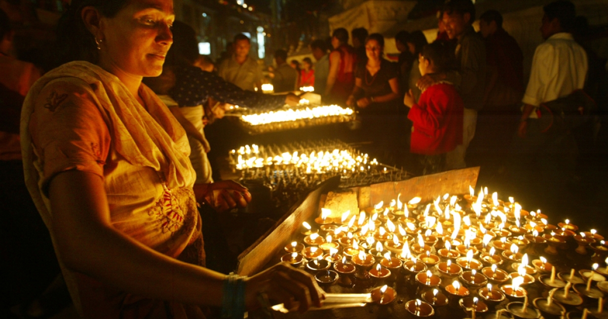 A Nepalese woman lights prayer candles at the stupa Boudhanath for the Buddha's birthday in Kathmandu.</p>