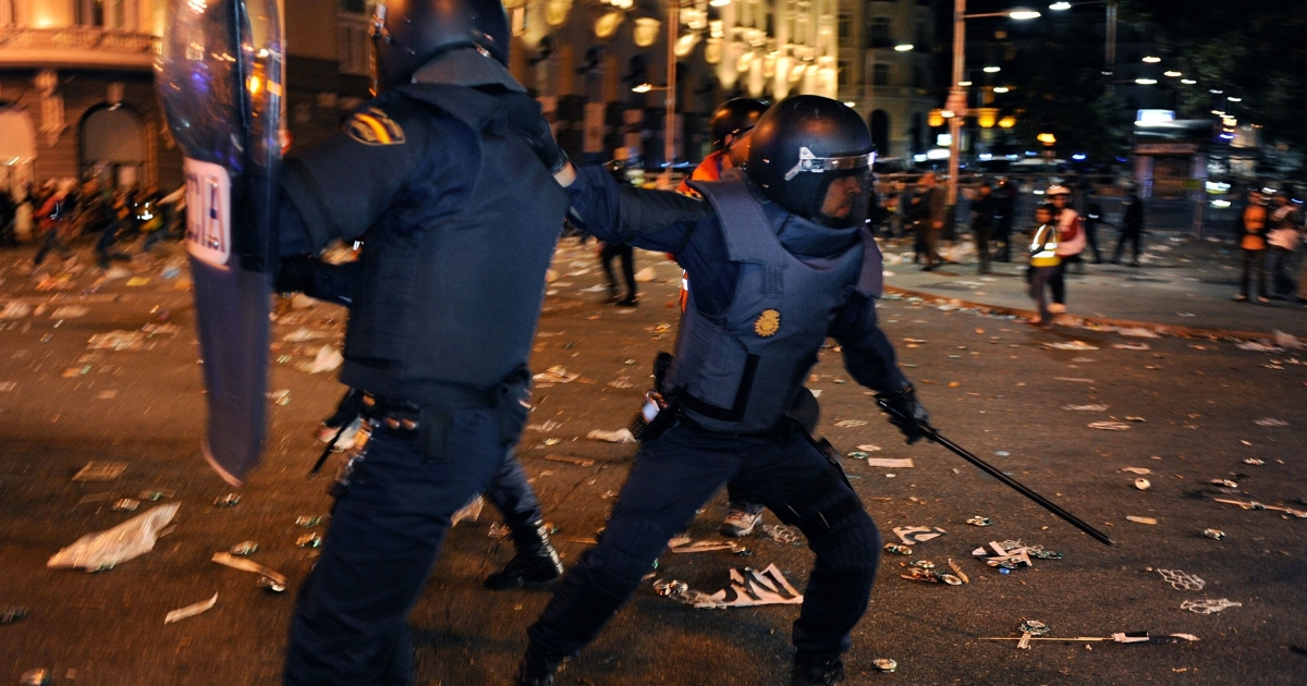 Riot police try to clear the area near the Spanish Parliament during a protest against spending cuts and the government of Mariano Rajoy on Sept. 29, 2012 in Madrid.</p>