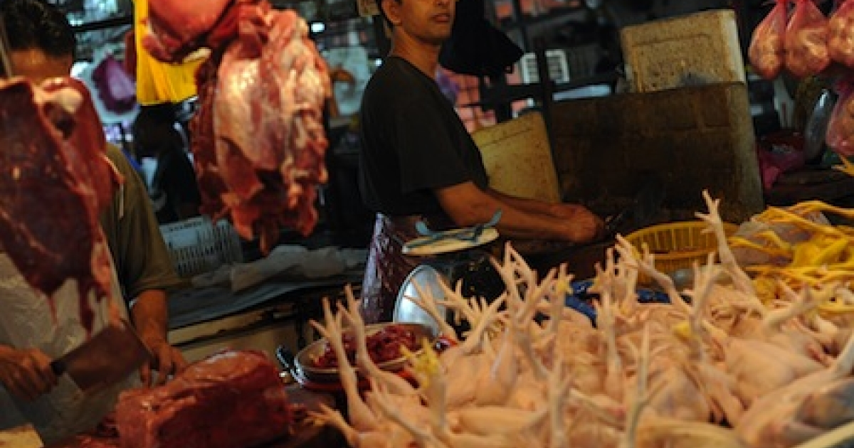 A shopkeeper prepares an order for a cutomer at his chicken shop at a food market in downtown Kuala Lumpur on July 22, 2010. Official data showed the Malaysian consumer price index (CPI) rose 1.7% in June compared to a year ago, led by higher food prices.</p>