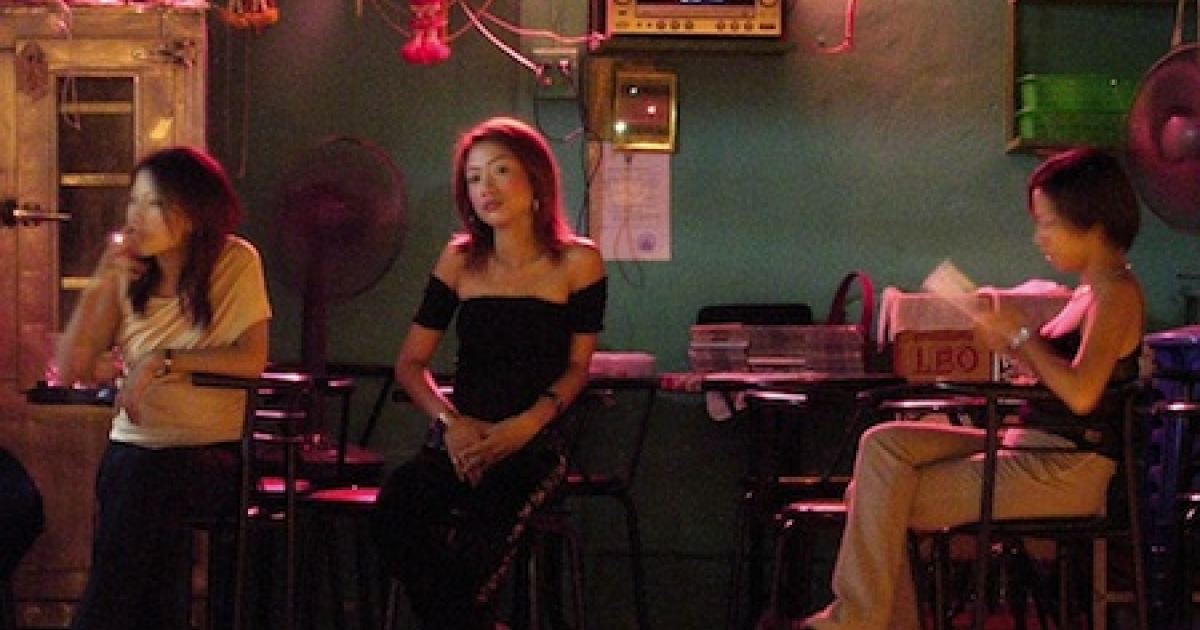 SUNGAI KOLOK, MALAYSIA: Thai sex workers wait for customers at a little bar in the border town of Sungai Kolok at the Thai-Malaysia border in 2004.</p>