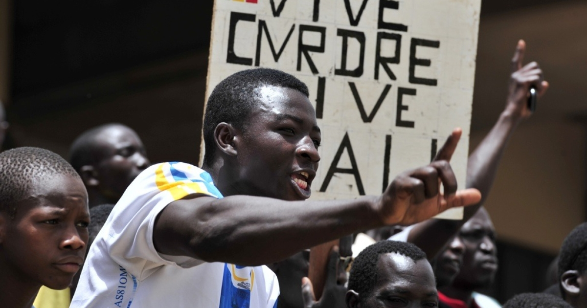 Malian junta supporters shout during a meeting on March 31, 2012 in Bamako. Banner reads: '' Long live the CMRDRE. Long live Mali''.</p>