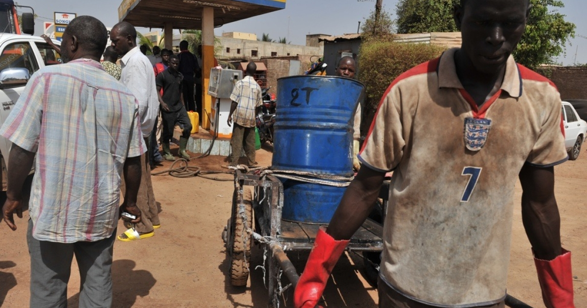 Mali residents line up to buy gasoline on April 3, 2012 in Bamako. The troubled nation's military rulers faced fuel and money shortages from sanctions.</p>