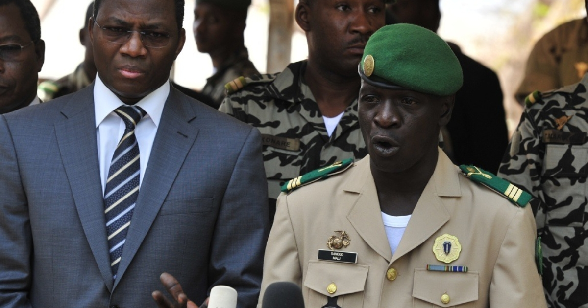 Malian junta leader captain Amadou Sanogo speaks next to Burkina Faso's Foreign Minister Djibrill Bassole during a declaration at the Kati military camp near Bamako on April 1, 2012. Sanogo announced the reinstatement of the constitution and state institutions Sunday, and promised broad consultation on a political transition.</p>