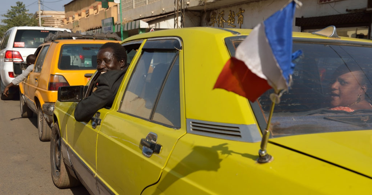 A Malian taxi driver displays a French flag on his car on January 17, 2013 in Bamako.</p>