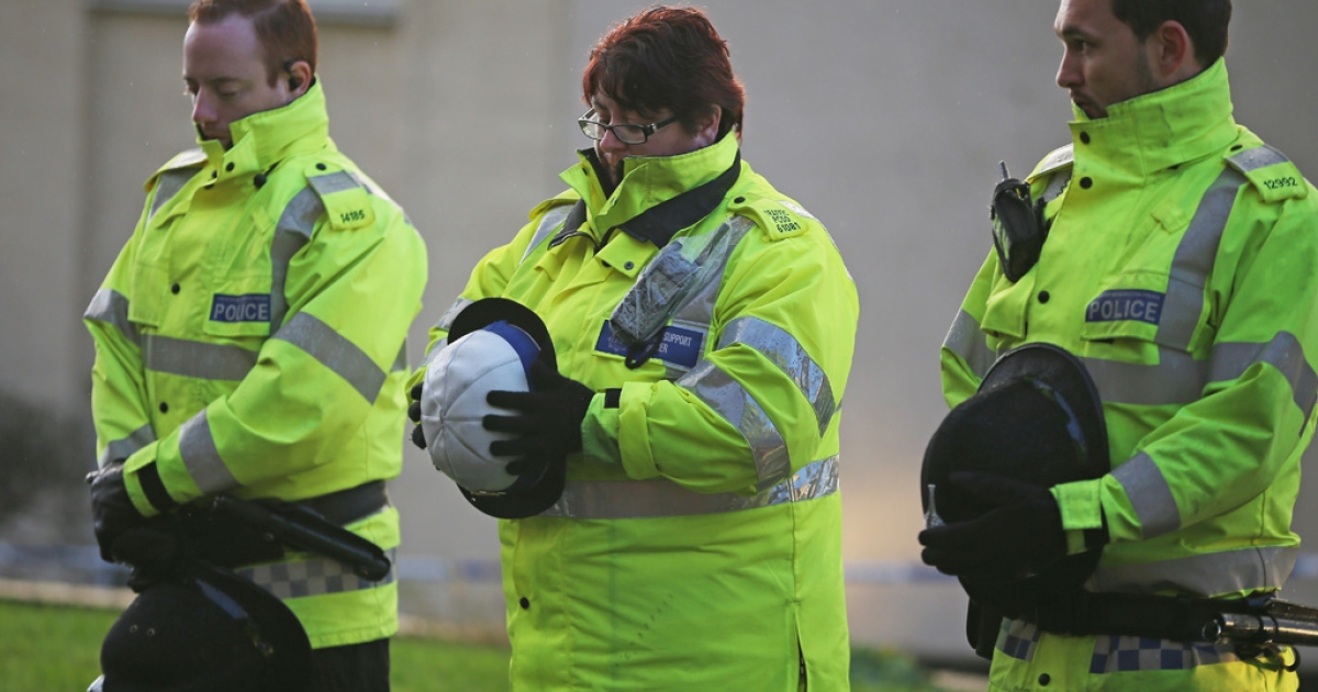 Police officers pay their respects as the body of a female officer leaves the scene in Manchester where two female officers were shot today on September 18, 2012. Dale Cregan, 29, has been arrested in connection with the shooting of Nicola Hughes and Fiona Bone.</p>