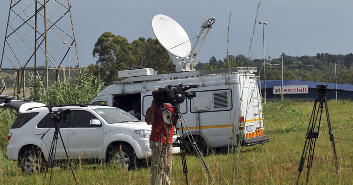 The media gathers near one of the hospital in Pretoria where South Africa's former president Nelson Mandela was believed to be hospitalized, on Febuary 25, 2012. Nelson Mandela spent the night in hospital after undergoing a diagnostic procedure for a long-standing abdominal complaint but relatives and officials said the 93-year-old former South African leader's health is good. He has since been discharged from hospital.</p>
