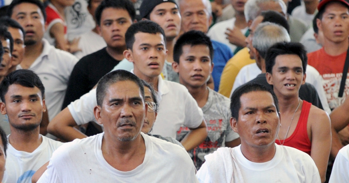 Filipino spectators watch a TV broadcast in stunned silence as boxer Manny Pacquiao loses to Juan Miguel Marquez on December 9, 2012, in Las Vegas.</p>
