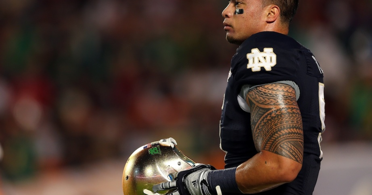 MIAMI GARDENS, FL - JANUARY 07: Manti Te'o #5 of the Notre Dame Fighting Irish warms up prior to playing against the Alabama Crimson Tide in the 2013 Discover BCS National Championship game at Sun Life Stadium on January 7, 2013 in Miami Gardens, Florida.</p>