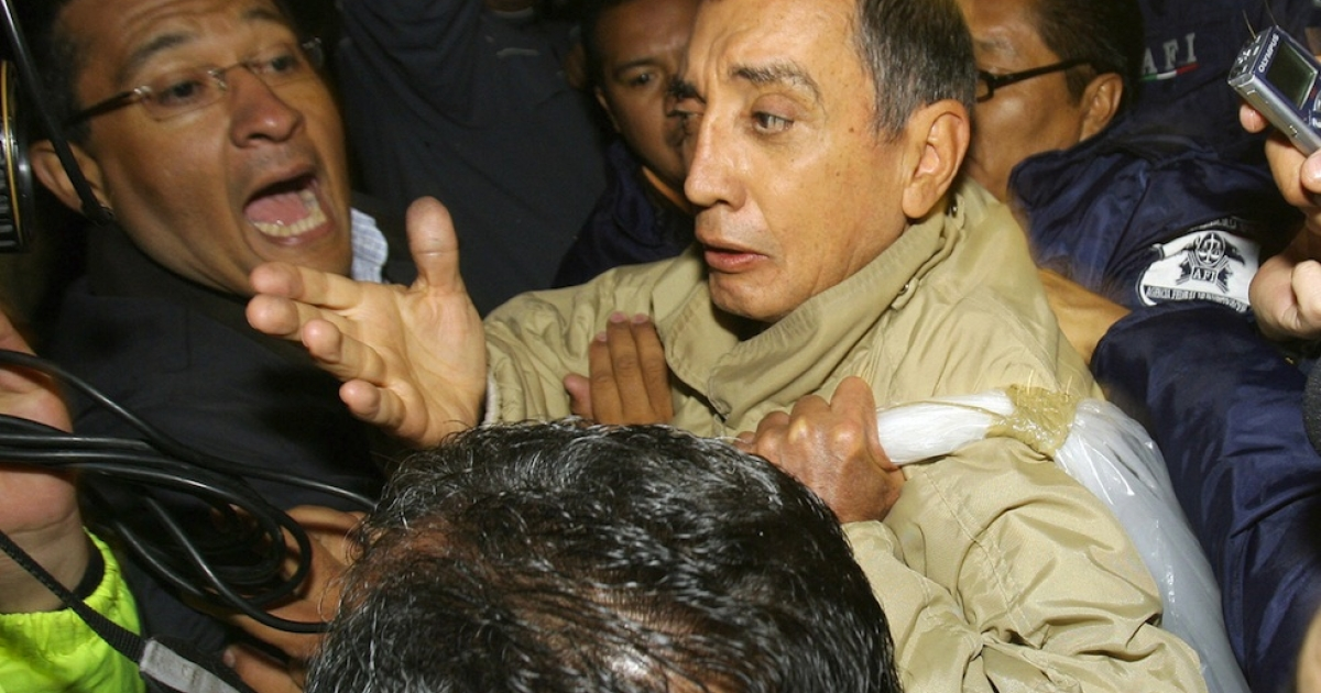 Former Mexican governor Mario Villanueva is surrounded by members of the Mexican Federal Police on July 21, 2007 at the Alomolya de Juarez prison, Mexico.</p>