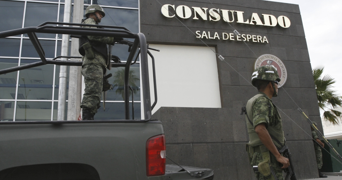 Mexican soldiers guard one of the entrances of the United States consulate in Ciudad Juarez, Chihuahua state, Mexico on July 30, 2010. The United States closed its consulate in the Mexican border city of Ciudad Juarez to carry out a security review amid spiraling drug gang-related violence, including the fatal shootings in March 2010 of three people linked to the U.S. consulate in Ciudad Juarez, Mexico's notorious crime capital.</p>