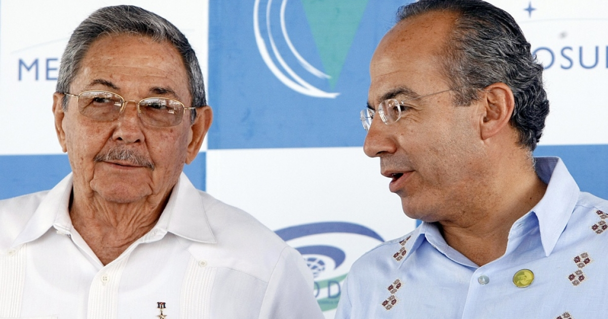 Cuban President Raul Castro and Mexico's Felipe Calderon chat at a Latin American summit in Brazil in 2008. Calderon has promised to visit Cuba for years. Now's the time.</p>