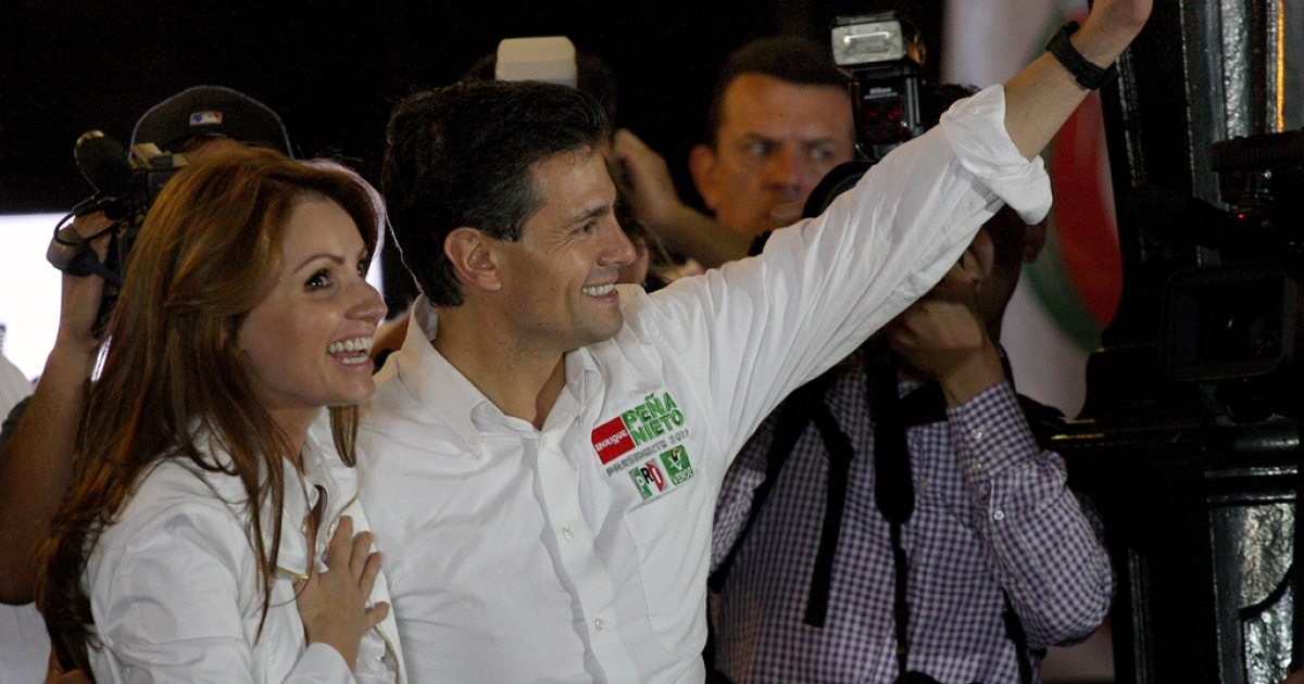 Mexican presidential candidate Enrique Pena Nieto (R) from the Institutional Revolutionary Party (PRI) waves to supporters next to his wife Angelica Rivera during the start of his presidential campaign at Guadalajara square esplanade, in Guadalajara, state of Jalisco, early on March 30, 2012. Mexico will hold presidential elections next July 1, 2012.</p>