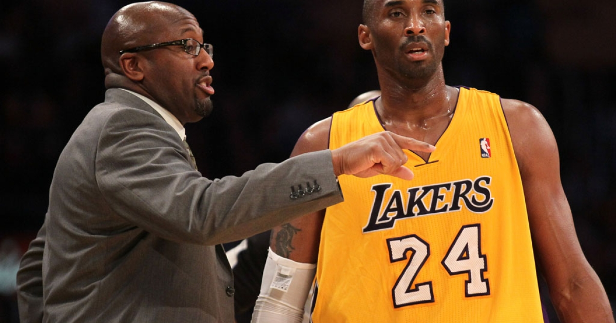 Coach Mike Brown and Kobe Bryant of the Los Angeles Lakers talk during a game against the Utah Jazz at Staples Center on December 27, 2011 in Los Angeles, California.</p>