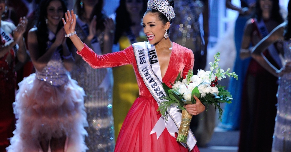 Miss USA, Olivia Culpo, waves after being crowned Miss Universe.</p>