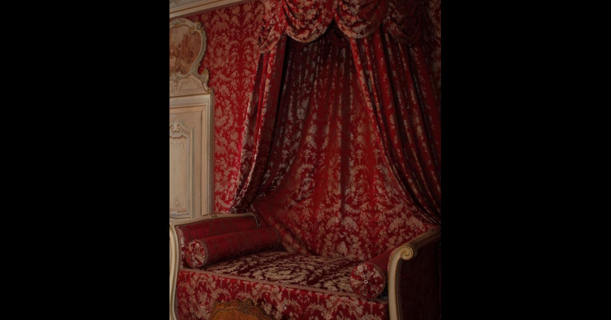 Mantin kept a room decorated in feminine Louis XV furniture for his married lover, Louise Aliere.</p>