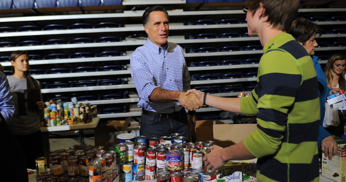 US Republican presidential candidate Mitt Romney helps collect and pack donated goods at a storm relief event to help people who suffered from superstorm Sandy, in Kettering, Ohio, on Oct. 30, 2012.</p>