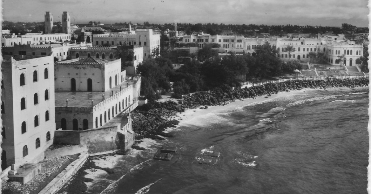 A photo of Mogadishu from the Indian Ocean in 1952.</p>