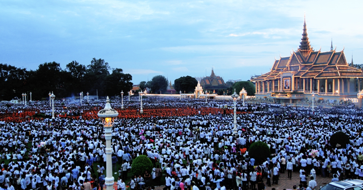 Hundreds of monks sit in mass meditation in front of the Royal Palace in Phnom Penh, Cambodia on October 24th.</p>