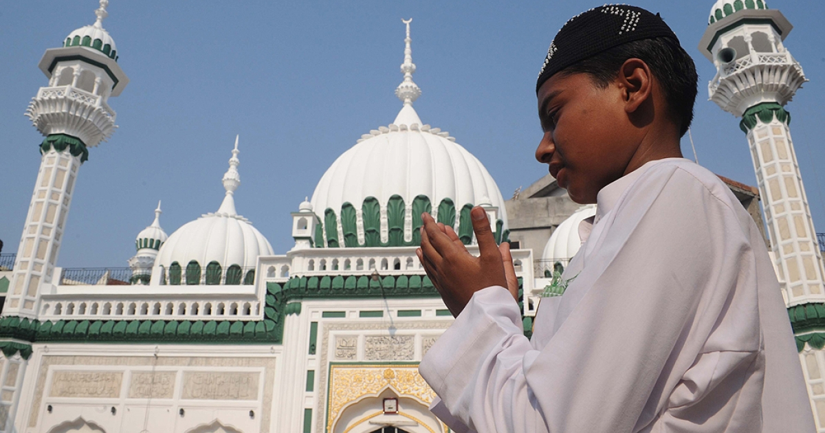 An Indian Muslim boy prays at The Kharudin Mosque in Amritsar on August 31, 2011, to mark the festival of Eid al-Fitr. Muslims around the world celebrated Eid al-Fitr Festival which marks the end of the holy month of Ramadan, after the sighting of the new crescent moon.</p>