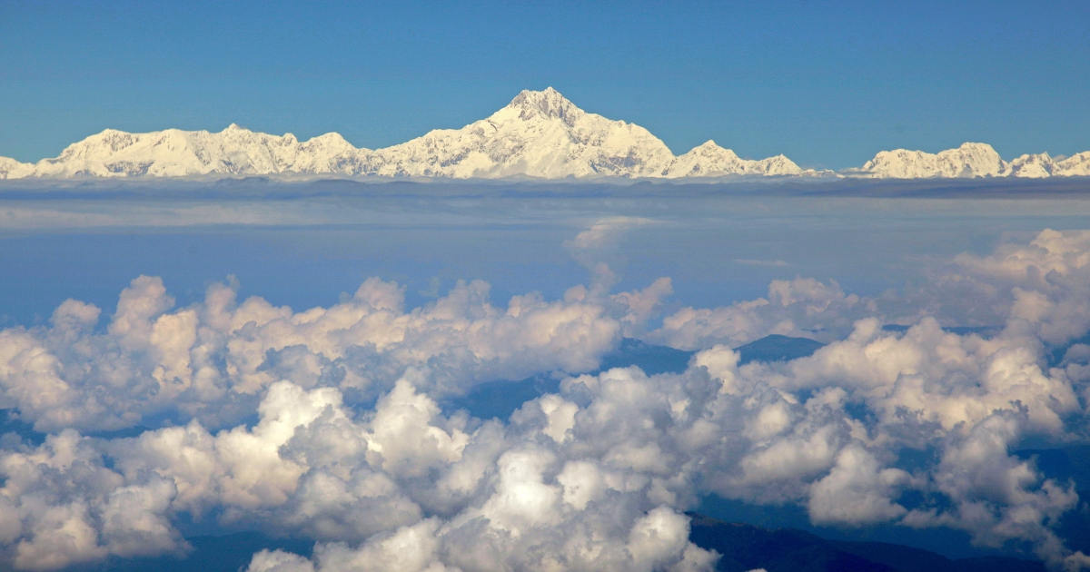 A photo taken on Sept. 30, 2010 shows Mount Everest (C) from the window of a Druk Air aircraft during a flight from Bangkok to Paro. Everest is the world's highest mountain above sea level, at 29,029 feet high.</p>