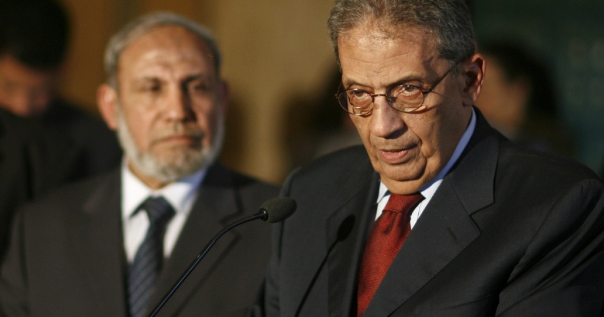 Arab League Secretary General Amr Mussa speaks to the press as the leader of the Palestinian Islamic movement Hamas Mahmud Zahar listens on, in Cairo, on March 29, 2011, at the Arab league headquarters.</p>