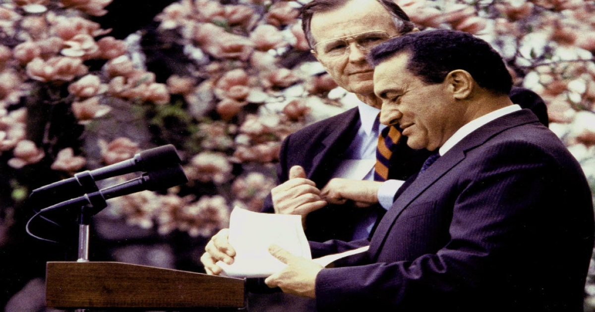 Former Egyptian President Hosni Mubarak (R) prepares to makes a speech in the Rose Garden as former US President George Bush watches on April 3, 1989, in Washington, DC.</p>